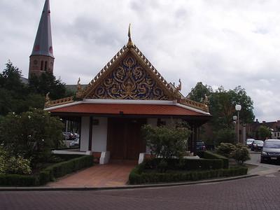 De Sala Thai: een oosterse curiositeit die de vernieuwde dorpskern kleurt in Koekelare. Voor meer info, zie  http://www.koekelare.be/