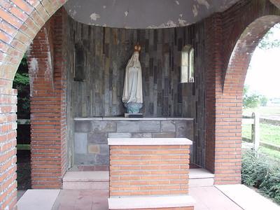 Een Kapelletje met Maria beeldje.