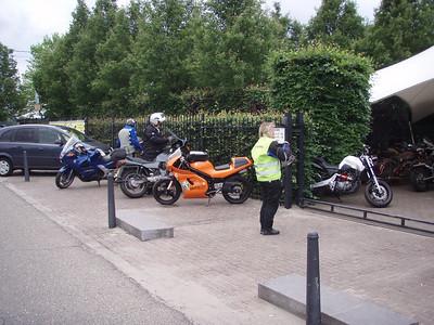 We stoppen bij Motormarkt Vrints  http://www.motomarktvrints.be voor een bezoekje.