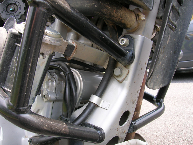 C-shaped bracket for mounting Stebel Air Horn
