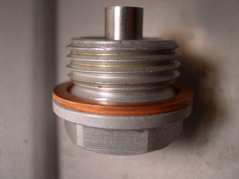 2005 F650 oil drain plug