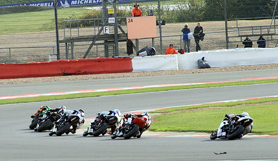 Fuchs-Silkolene British Supersport Championship riders head through Becketts Corner into Chapel Curve.