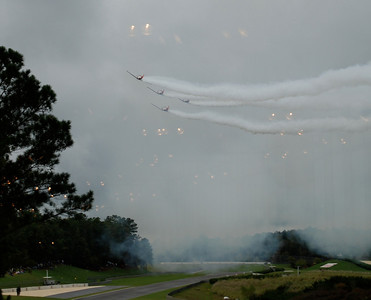 airshow in a cloudy morning