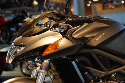 //www.bikez.com/motorcycles/cagiva_xtra_raptor_1000_2005.php