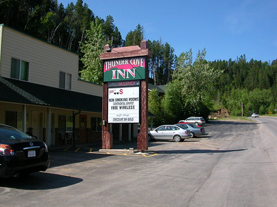 Thunder Cove Inn Deadwood... this is the spot I'll have a reservation for Aug 27  and 28th, 2007