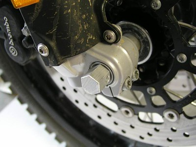 Front axle, right side.  The BestHex 19mm aluminum bar has been slipped into the axle