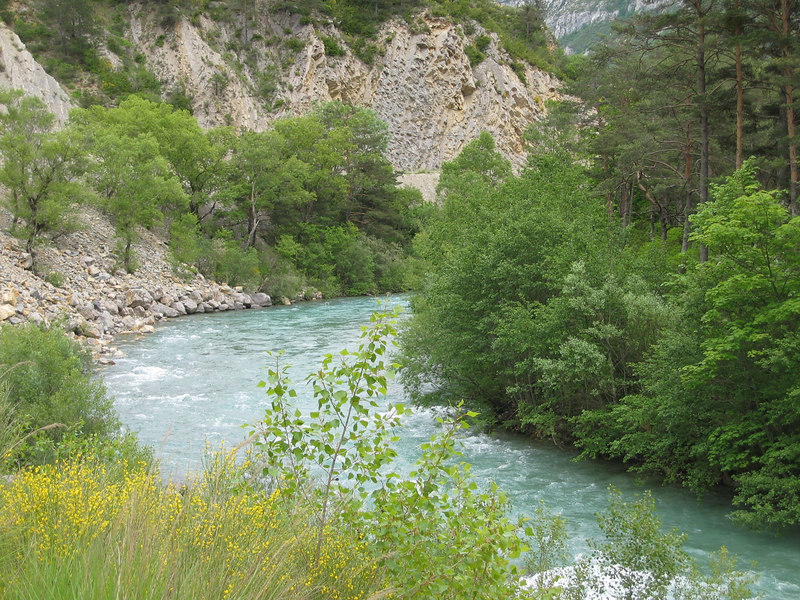Gorges du Verdon: coming out wide of the corners will result in a wet suit and a lot of headache.