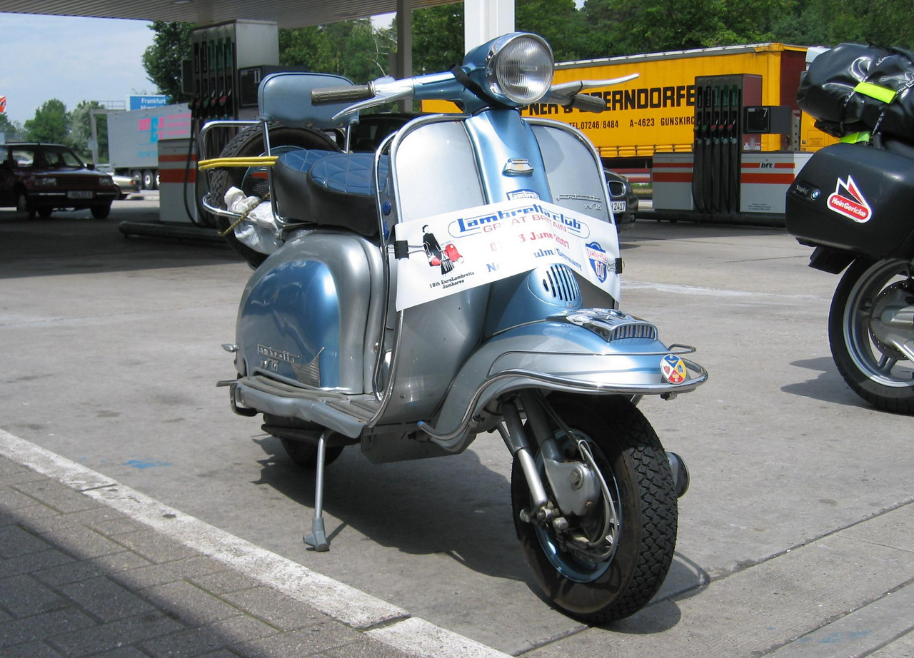One of 200 Lambrettas on it's way the Euro Lambretta Jamboree in Neckarsulm. This one had a slight problem problem to fix...