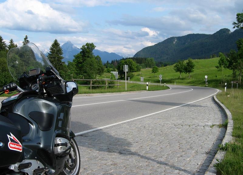 Amazing roads and landscape towards Garmisch Partenkirchen.