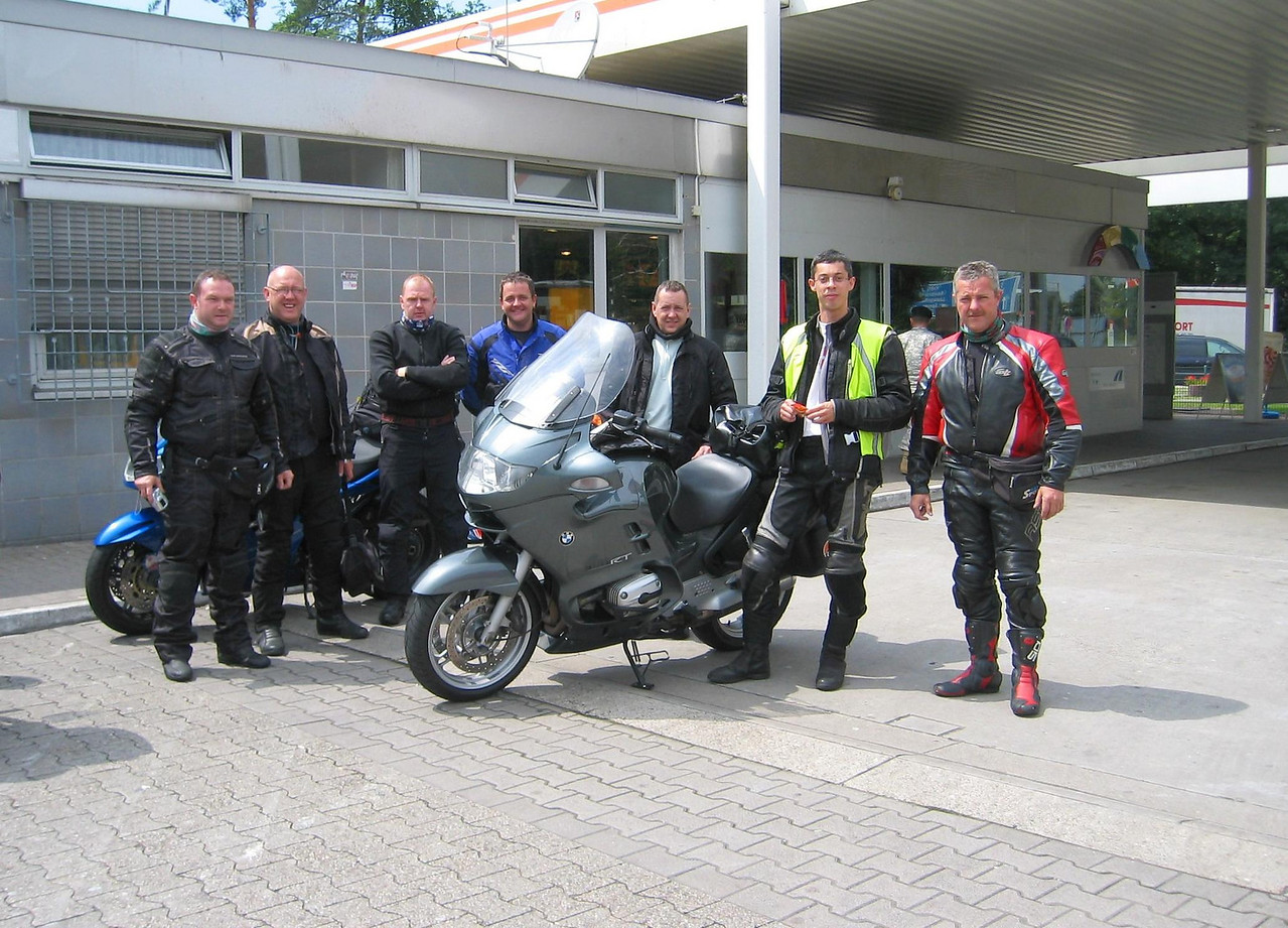 Fuel stop in Hockenheim, Germany. Tired British bikers on their Japanense bananas are impressed by the RT and my xenon light.