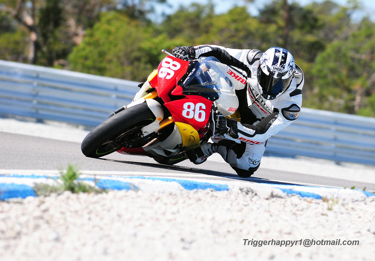 Tobbe riding his R6, Gotland Ring 2008