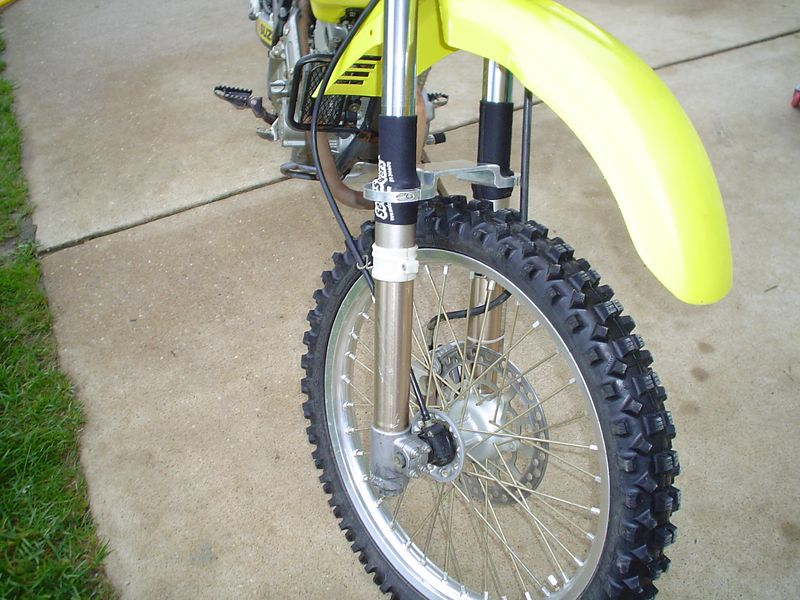 2002 DRZ250<br /> New S12, Race Tech springs, Seal Savers, Fork Brace