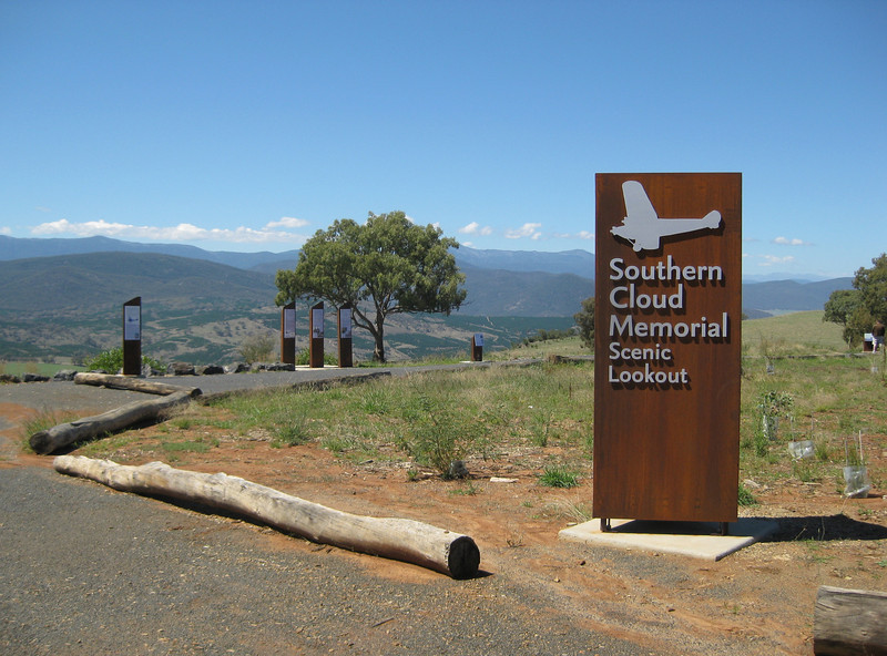 Memorial to Australia's 1st commercial aviation disaster