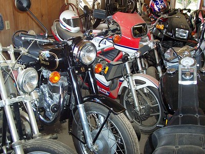 A strange mix... An old Enfield parked next to a Yamaha RZ 350.