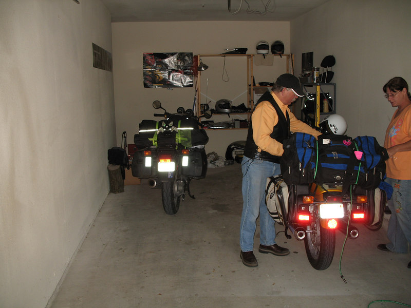 Getting ready to hit the road.  Kelly and Becky stowed the bike at my place the night before.  For one night there was a Daytona-orange R90S in my garage!