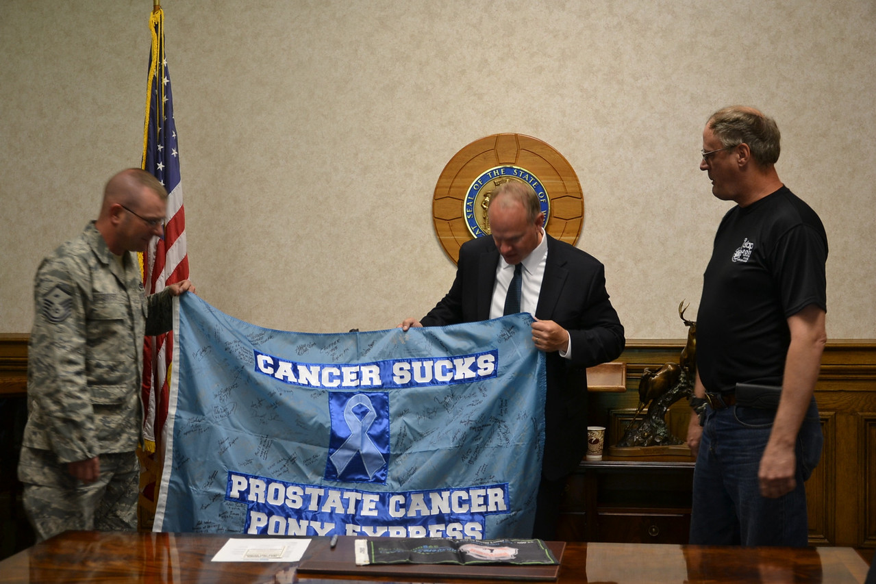 gov with cancer sucks sign