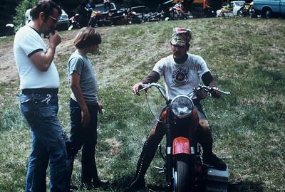 Arl/Geo conversing with Bul biker