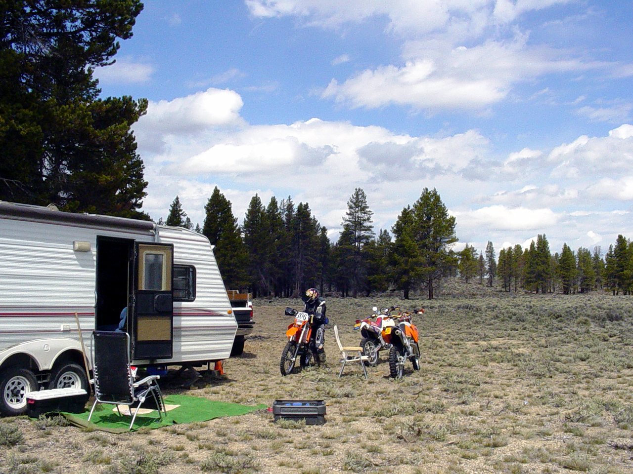 "<font size=""+1"">Okay, so, no photo journal is complete with out a photo of ""home base"", so here it is, a nice quiet meadow about a mile or so south of the frenzied activity of the main 2510 camp, which was hosting not only the Dual Sport event on Saturday, but the China Hat ISDE on Sunday.  I was quite happy to be well removed from all the hubbub.. </font>"
