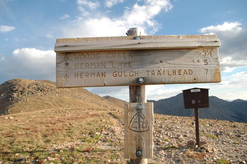 Trail crossing sign on the top of Jones Pass
