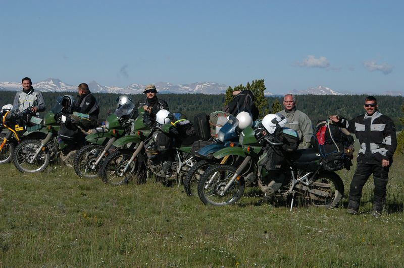 A group of KLRs going the same way....