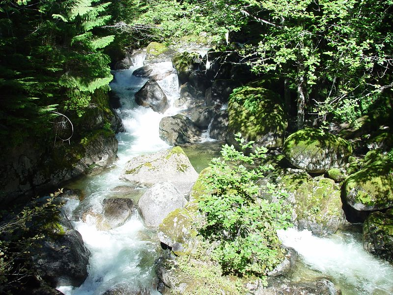 Another view of the waterfall.