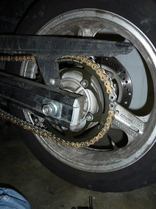 chain on rear wheel without connecting rivet link.