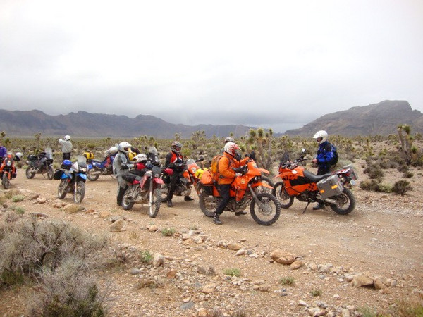 Mormon Wells rd DWNR meetup with another rider Day 6