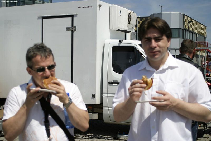Albert Jan and I eating hamburgers (Roos can't focus)