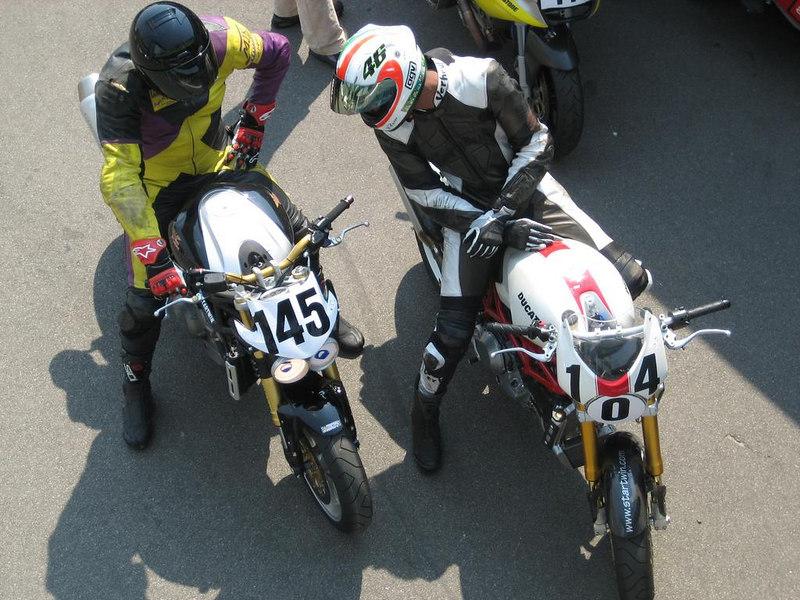 Chitchat betwen riders