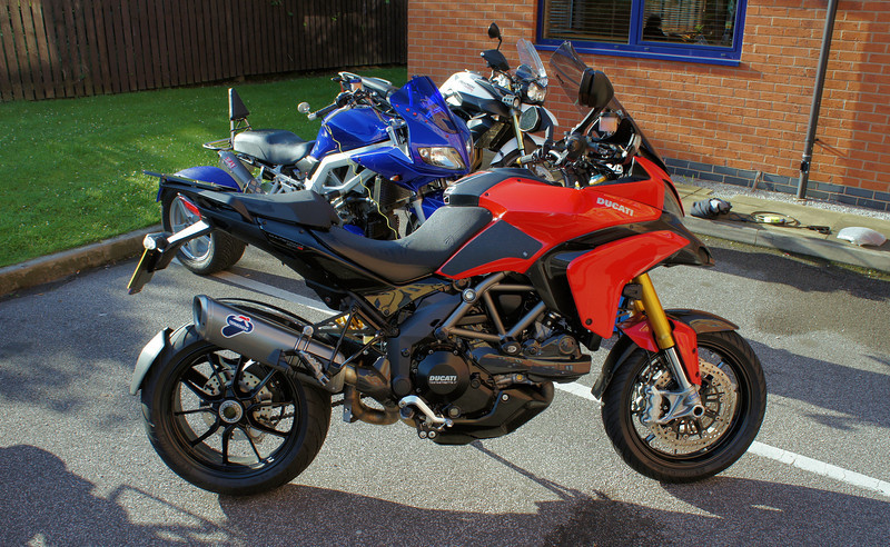 2/10: 2012 SV1000 Owners Meet, Chesterfield, Derbyshire - .....arrived at the Ibis Hotel, Chesterfield.....bit grubby :-(