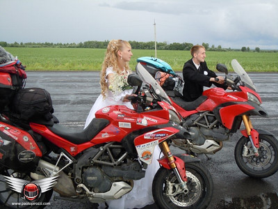 Multistrada marriage / Multi wedding - I've selected a few photos at random from the hundreds in Paolo's photo blogs at  http://www.paolopirozzi.com  Article here:  http://www.motorcycleinfo.co.uk/index.cfm?fa=contentGeneric.svujwmxokbhbwyoc&pageId=2314121