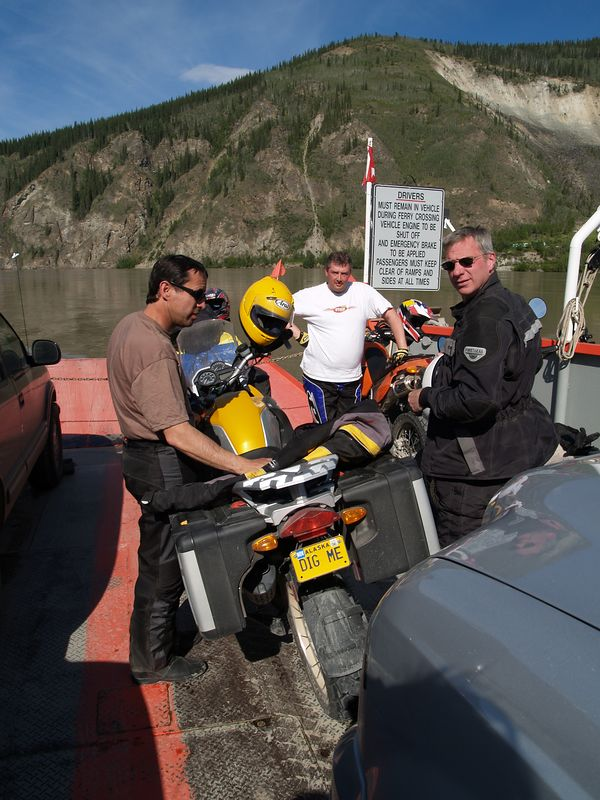 Crossing the Yukon River on the ferry
