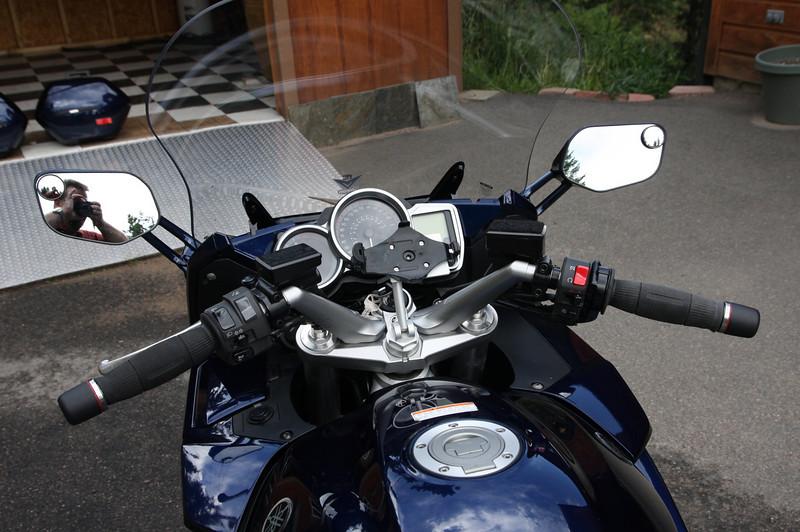 Cockpit farkles- throttlemeister (heavy), GPS stem mount, extra power outlet for heated vest, VStream windshield, G2 Throttle Tamer (not yet installed).