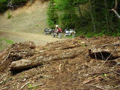 20080601 Scouting a path across this slide on FR23 West of Shelton