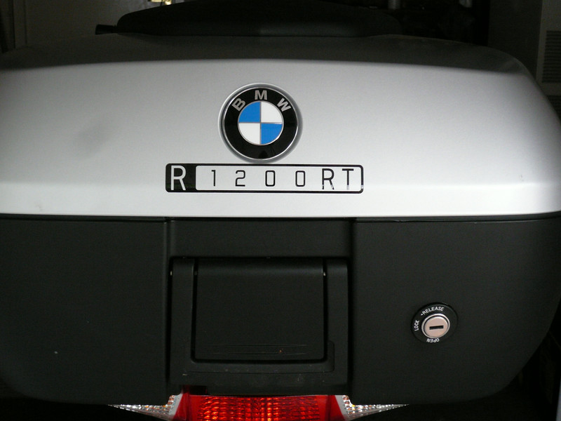 R1200RT decal in Black reflective vinyl.<br /> To be available through humvee-graphics.com in 2 sizes,shown is the larger 125mm long version,also to be available in 90mm long version in various colours.