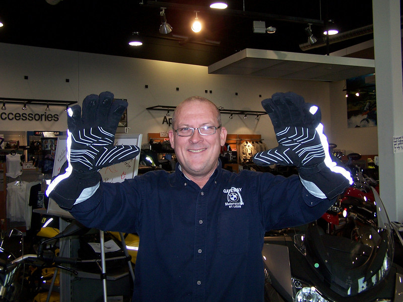 These new BMW winter gloves are awesome! I'm going to have to add these puppies to my collection.
