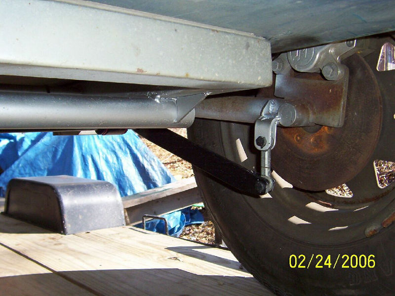 Anti-sway bar attachment at the sidecar suspension.