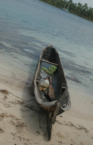Dougout Kuna canoe