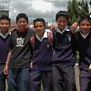 Estudiantes de colegio en Xela,  Posan para la foto muy contentos, en la celebración del Día de la Virgen.