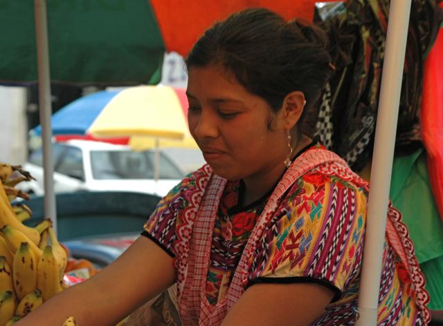 Una vendedora amable, en mercado central de Xela.
