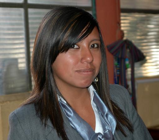 Otra Karina en la escuela, ella es muy amable y atiende en la oficina.