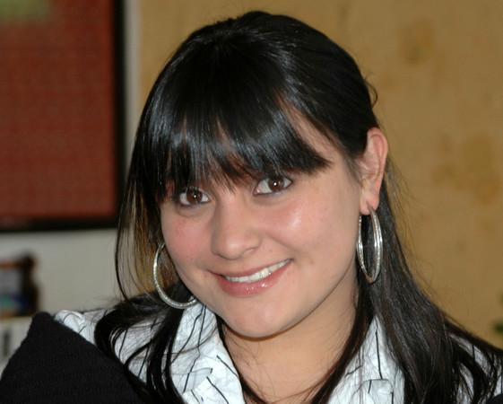 Gabriela (Gaby) todos los días me dice Hola al entrar a la escuela.  Ella me convence de estudiar español, ella es muy muy amable y sonriente.