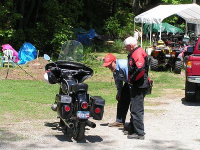 Heid's Open House, may 26, 2007b, Bill checking a guys bike
