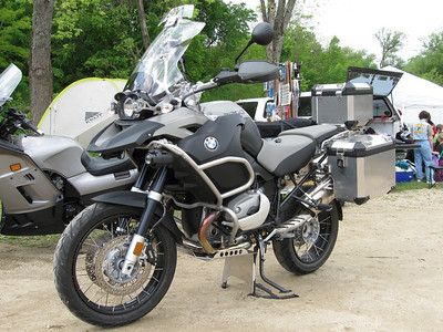 I installed a skidplate set on Dan's new R1200GSA while at the rally.