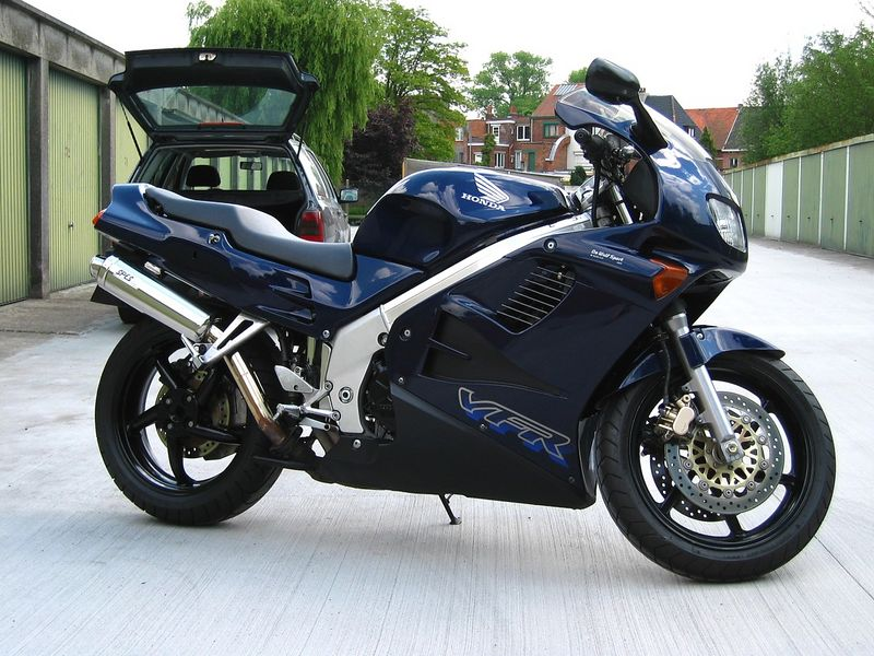 My first love: a blue VFR 750 born in 1996.