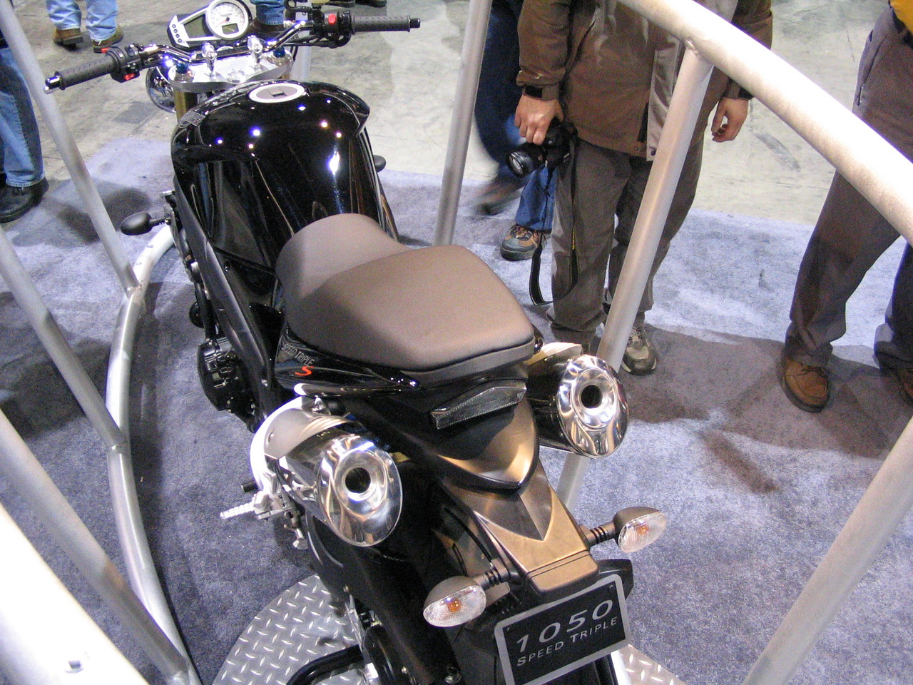 Narrower tank / seat = smaller feeling bike?