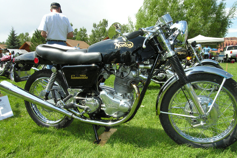 Norton 750 Commando Fastback