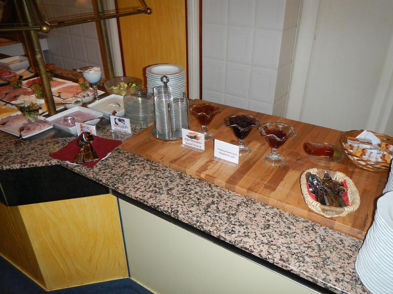 Ontbijt in Hotel Bremer Tor in Stuhr bij Bremen.