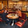 Ontbijt in Hotel Bremer Tor in Stuhr bij Bremen.<br /> Guido en Eric aan de ontbijttafel.