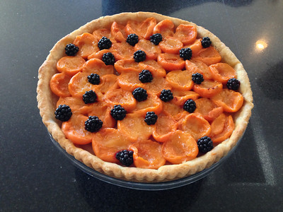 Started out the weekend with a birthday tart for Elin. Local apricots and blackberries.